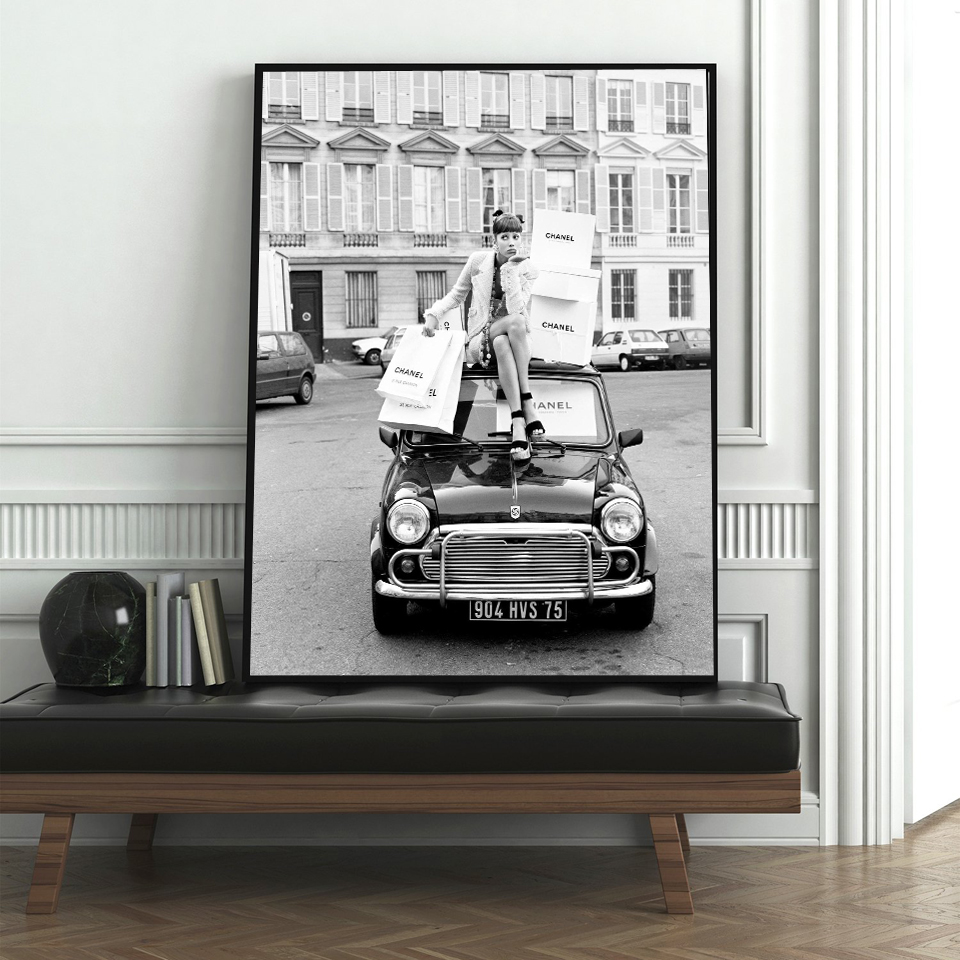 Shopping Girl Photography Fashion Poster Wall Art Prints Black and White Model Photo Vintage Canvas Painting Wall Pictures Decor