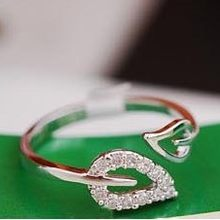 Two leaf imitation diamonds romantic retro Korean female couple rings jewelry influx of people free shipping(China)