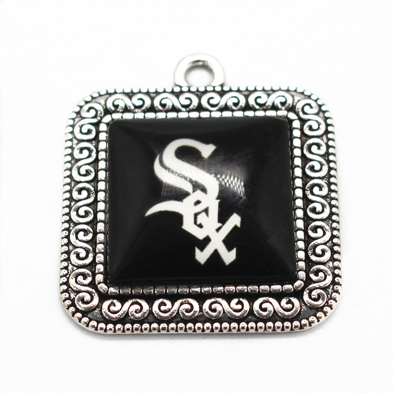 10pcs/lot alloy glass pendant floating charms Chicago White Sox dangle charms fit necklace marking jewelry