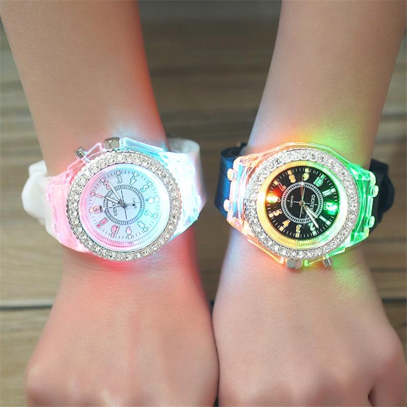 2016 Hyun Colorful Lights LED Watch Fashion Silicone Diamond Rhinestone Watch Ladies Quartz Wrist Watch Luminous Male Watch