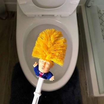 Stojak na szczotkę do toalety WC Donald Trump oryginalna szczotka toaletowa Trump spraw aby toaleta znów była wielkim dowódcą w bzdurnym dropshipie tanie i dobre opinie MOONBIFFY CN (pochodzenie) Z tworzywa sztucznego Trwałe typu Chrome Ceramic Uchwyty na szczotkę do toalety