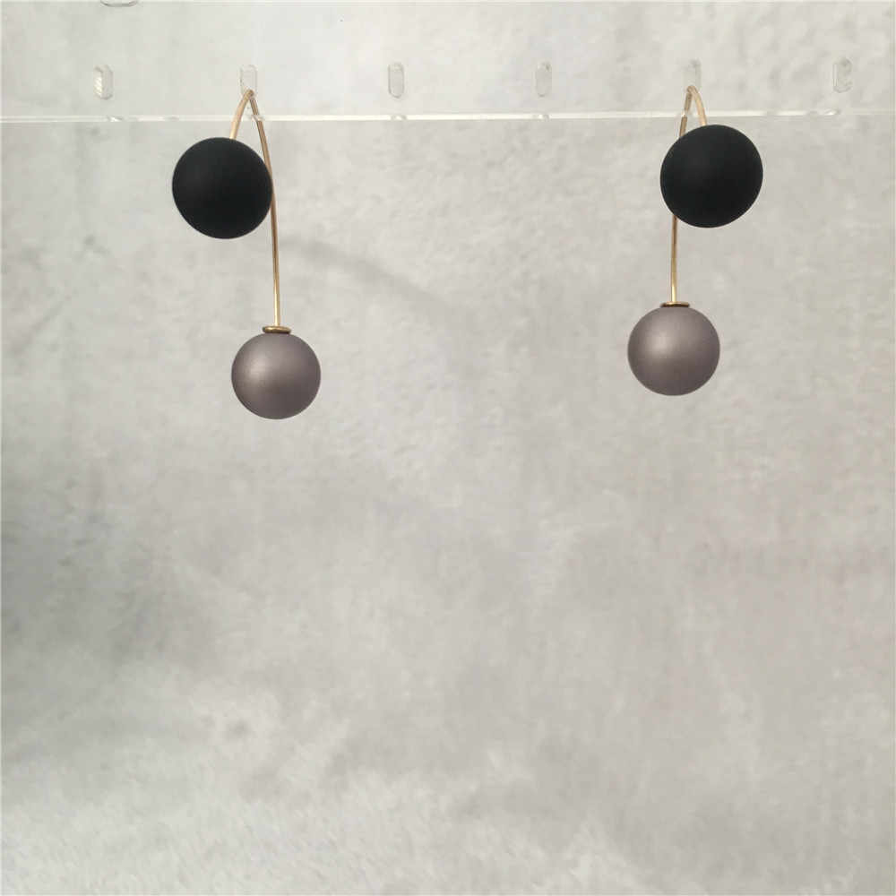 CASUAL CUTE GOLD PLATING CURVED WIRE WITH BLACK AND PURPLE BALL HANGING EARRING