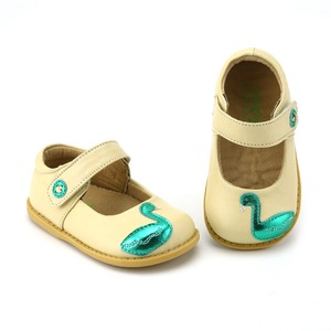 Image 5 - TipsieToes zapatos de piel auténtica de alta calidad con costuras para niños, Zapatillas para niños y niñas, novedad de Otoño de 2020, Swan