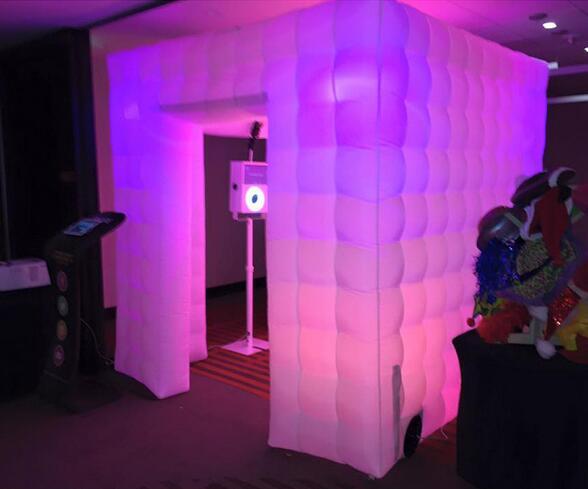 Cabine de photo gonflable portative de tente de cabine de photo de cube blanc avec 2 portes et LED colorée