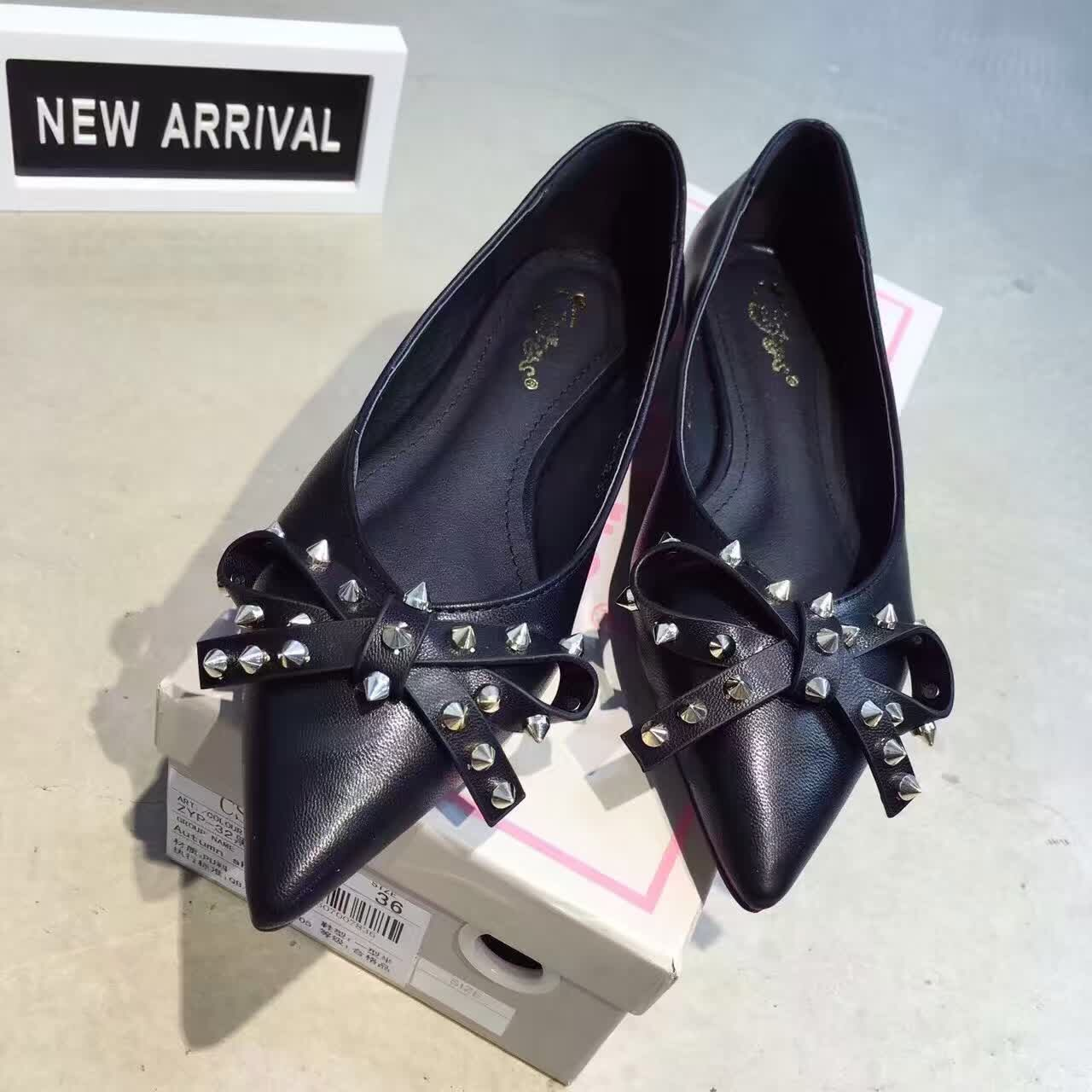 ФОТО 2016 New Pointed Flat Shoes Black Silver Bow Rivets Brand Black Ballerina Shoes Working Office Shoes
