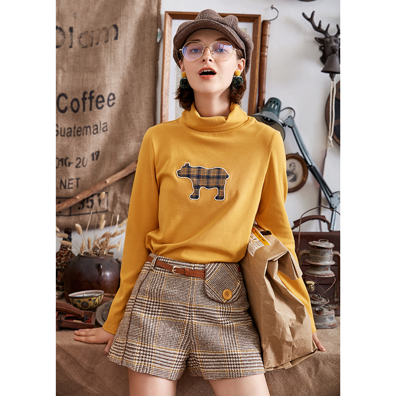 ARTKA 2018 Autumn Winter Women England Style Vintage High Waist Casual Shorts Plaid Button Decoration Straight