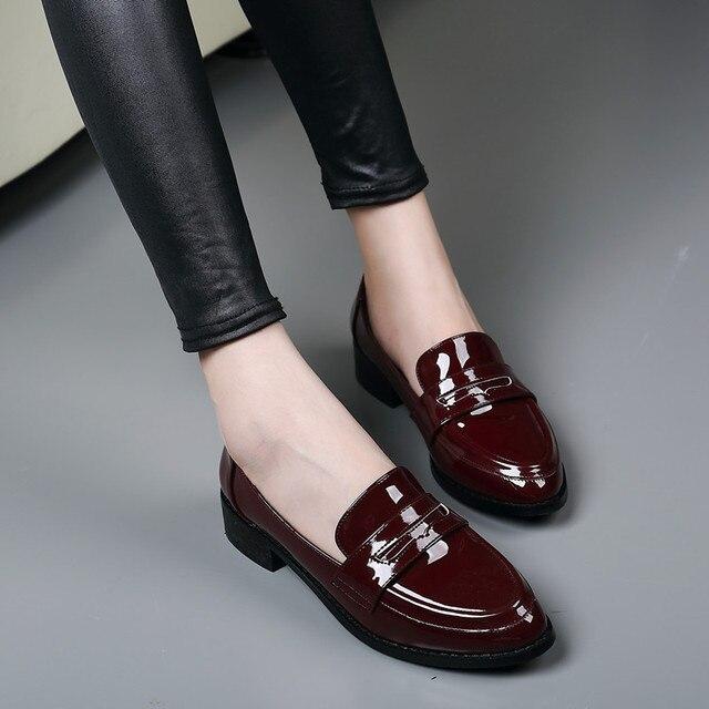 2017 Новый женщины причинно плоские туфли Высокое качество лакированной кожи вина красный острым носом лук узел дамы бездельник обувь плюс размер 42 ML07
