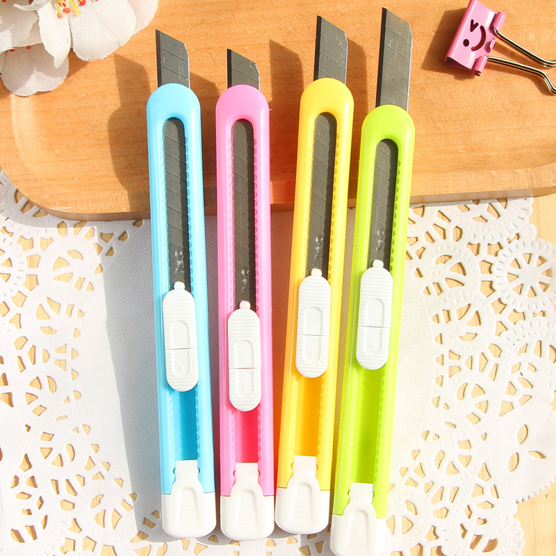 2pcs/lot  New Box Cutter Students Utility Knife Snap Off Retractable Razor Blade Knife Color Random Stationery Wholesale Random