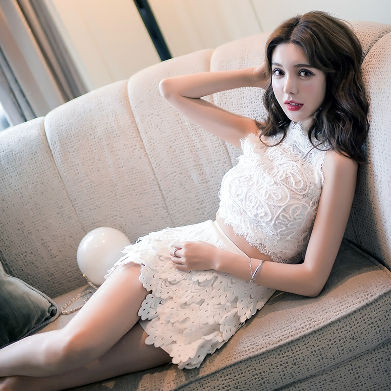 Women Two Piece Skirts Suit Lady 2018 New Fashion Summer Chic Round Neck Sleeveless Lace Crop Tops+high Waist Lace Mini Skirts