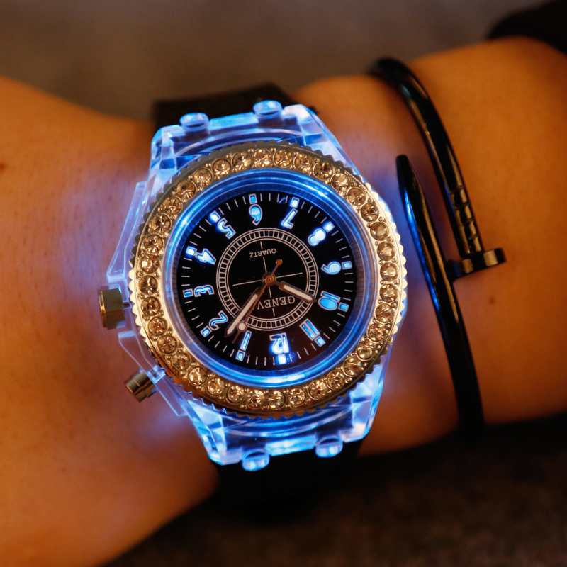 Fashion Casual Geneva Mens Womens Watch Diamond Rhinestone Luminous LED Sport Wristwatch Quartz Silicone Strap Famale Watches