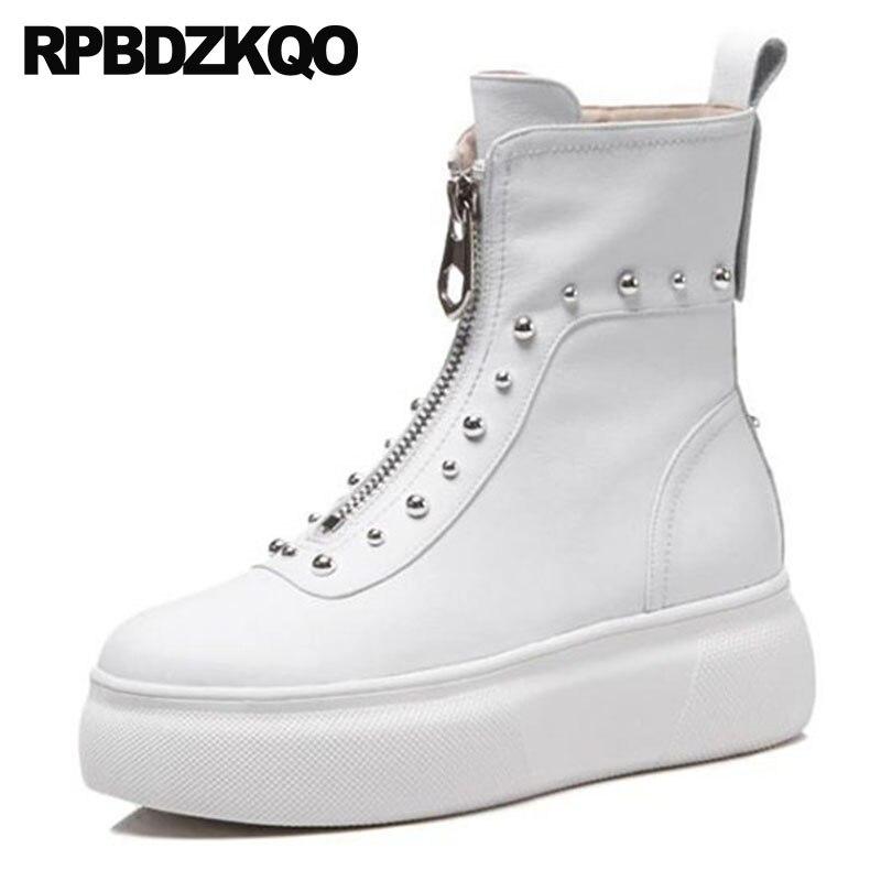 Flatform Metal Couro Legítimo Plataforma Sapatos Rasos Viga Tamanho 4  Harajuku Muffin Tornozelo Branco Mulheres Salto Alto Botas De Punk Rock  Rebite Damas ... ce3998ac1d5