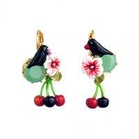 Französisch Les Nereides Emaille Glasierte Mode Schwarz Vogel Blumen Kirsche Anhänger Frauen Haken Ohrringe