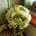 Pe rose tiffany tiffany azul ramos de novia ramo de novia broche de perlas del bowknot azul y blanco que sostiene las flores ramo de novia