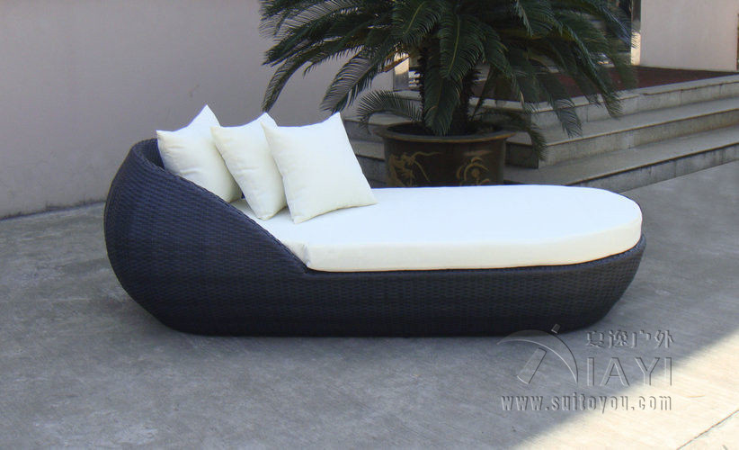 Outdoor Patio Wicker Rattan Sun Lounger , Black Beach Lounge Chair transport by sea  patio pe rattan lounge chair modern comfortable chaise lounge transport by sea