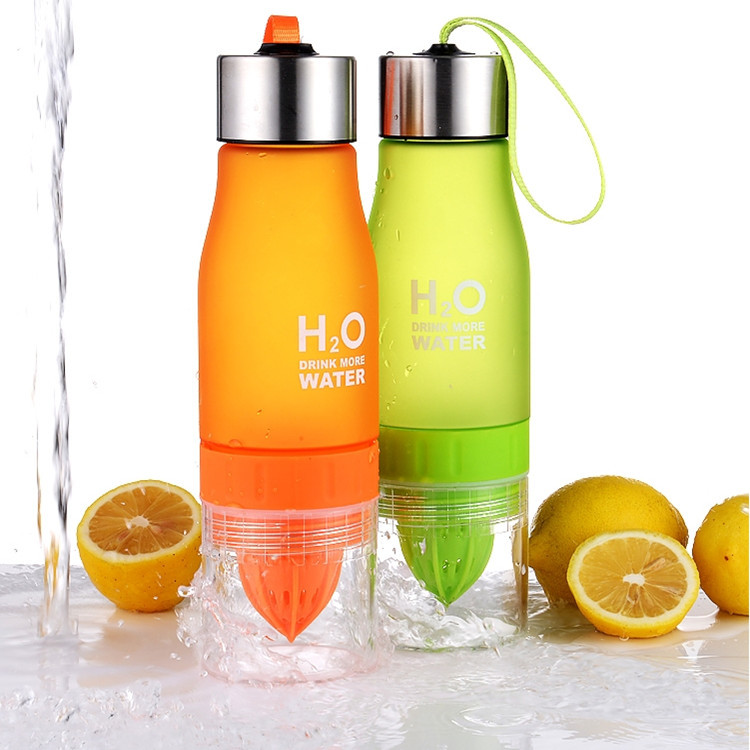 Creative Fruit Juice Infuser Water Bottle 650ML Plastic Portable Lemon Juice Bottle for Water Outdoor Sports Portable Kettle