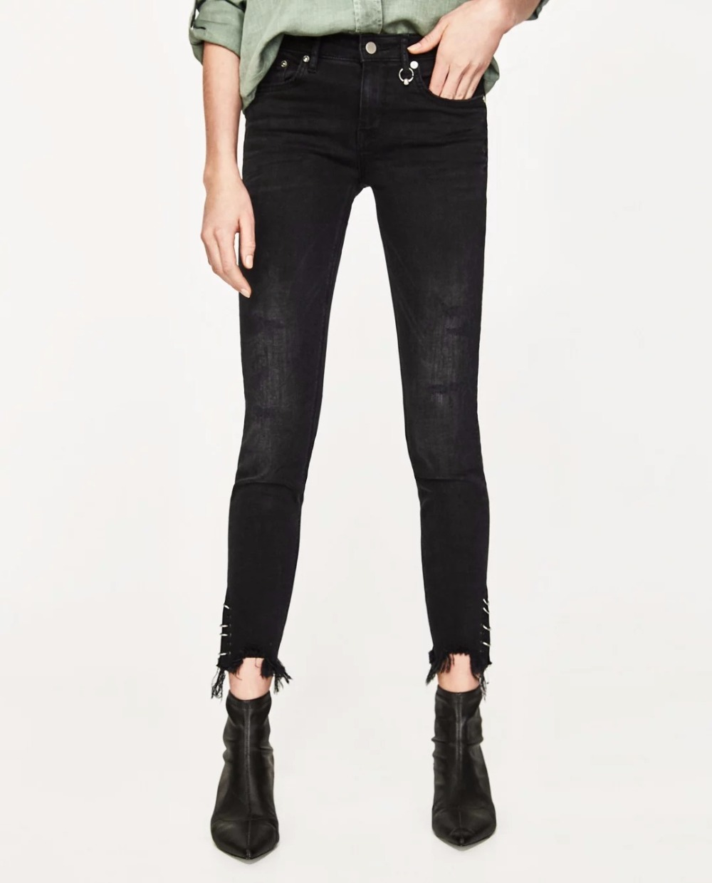 WISHBOP WOMAN BLACK DENIM Skinny MID-RISE FRAYED JEANS Metal ring detail on waist Frayed hem metallic Piercing Cropped Trousers ring denim jeans