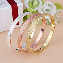 a73c21d2f6ad Brazaletes coreanos de moda pulsera de oro rosa para mujer pareja dorada  redonda aleación plateada boda Simple hombres