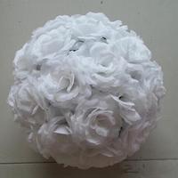 สีขาวสง่างามประดิษฐ์ดอกกุหลาบผ้าไหมดอกไม้บอลแขวนจูบลูก30