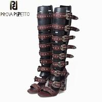 Prova Perfetto Для женщин Летняя обувь сандалии Заклёпки пряжки ремня с открытым носком сандалии гладиаторы прозрачного хрусталя сапоги до колен