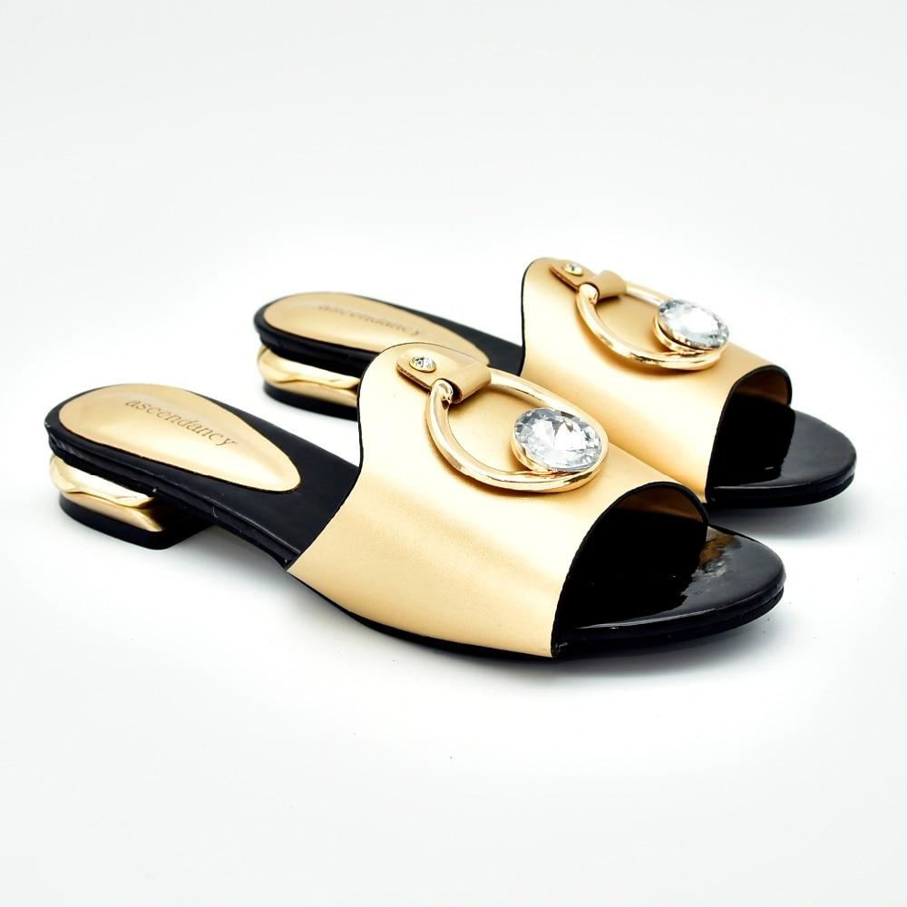 eb44394fff00c3 4 D'été Nouveau Design Conception Tongs 2019 Sandales Pantoufles Ss009  Chaussures De Dame Italienne Or Pour Belle Femmes rdCxoBe