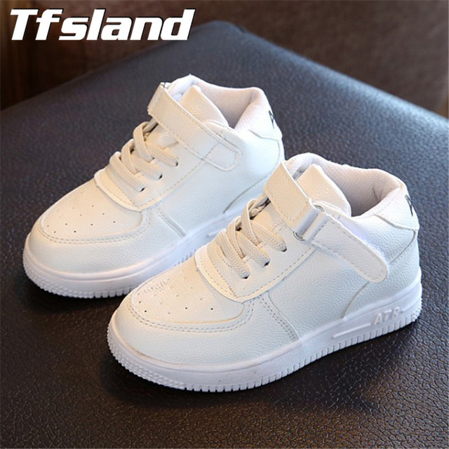 58c8573337c Nuevas niñas niños zapatos blancos transpirables niños zapatos deportivos  de cuero alto ocio antideslizante suave cesta