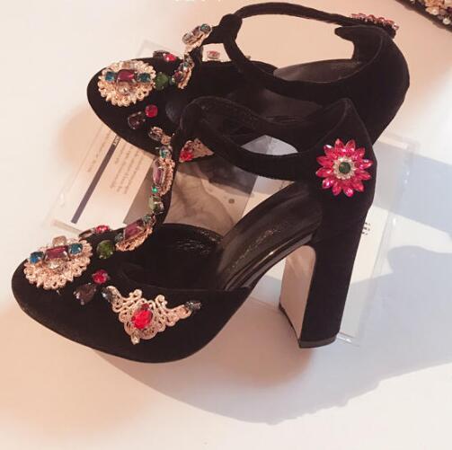 2017 последним кристалл украшен т ремень туфли на каблуках черный бархат круглый носок толстые каблуки женщины насосы стразами цветок каблук