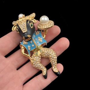 Image 3 - Amorita butik emaye bullheaded şövalye pin inci moda broş