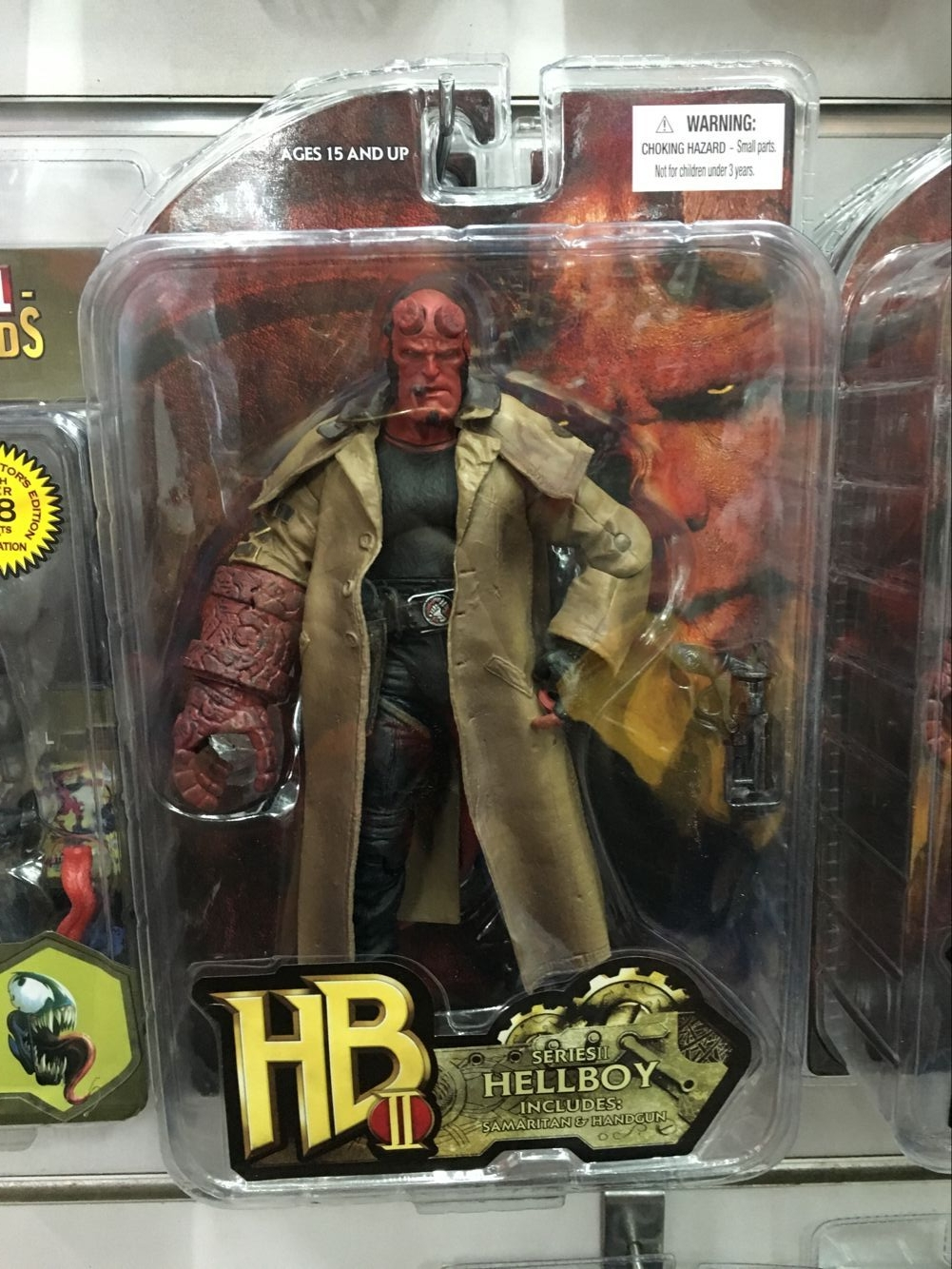 MEZCO Hellboy 2 Styles PVC Action Figure Collectible Model Toy 7 18cm KT3641 20cm 7 hellboy action figure wounded hellboy includes samaritan handgun cool hb collectible model toy