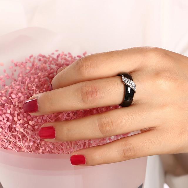 Bianco Nero Ceramica Anelli di Nozze per Le Donne Con Intarsio Zircone Cubico di Pietra Da Sposa di Marca Anelli In Acciaio Inox Monili di Cerimonia Nuziale