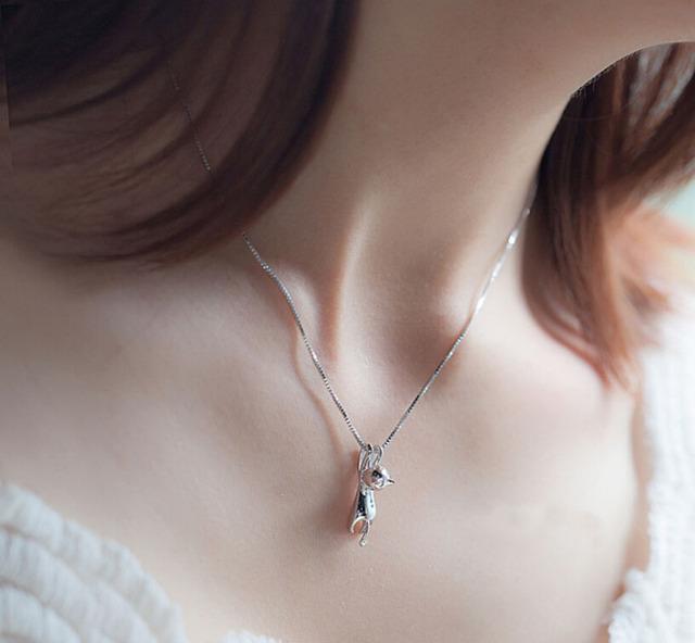 Women's Cute Hanging Cat Pendant Necklace