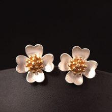 3746642be3ff Flyleaf 925 Sterling-plata-joyería oro Camelia flor Pendientes de broche  para las mujeres de alta calidad elegante señora Acceso.