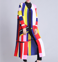 The pleated family new Miyake folds classic geometric pattern print long pleated coat large size windbreaker