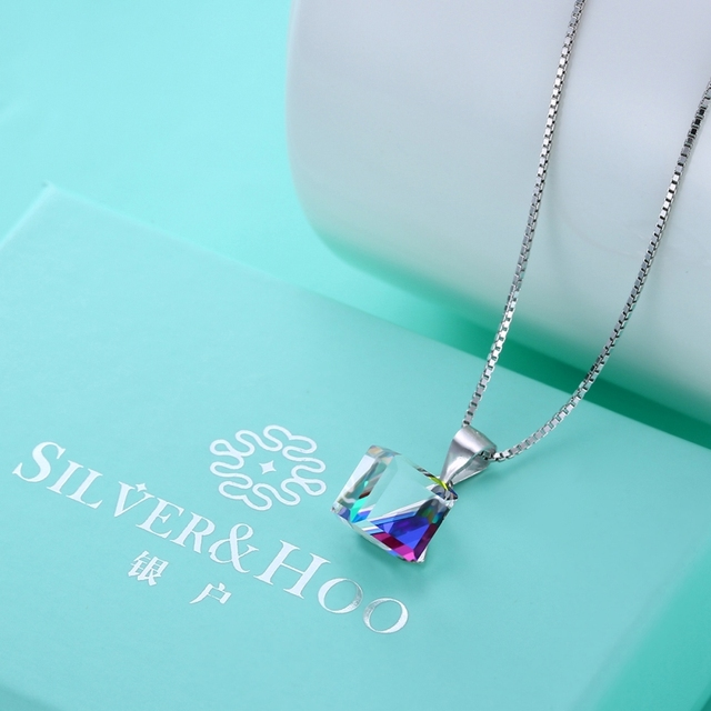 Фото женское ожерелье с фианитом ювелирное изделие