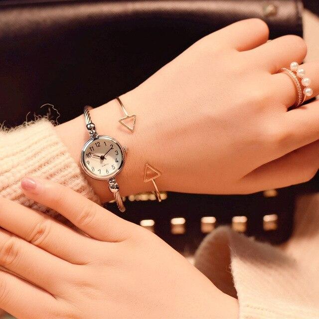 Small fashion women watches 2018 popular brand simple numbers bracelet watch retro ladies quartz wrist watch orologio donna