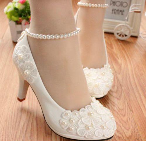 MIDELLE / LOW / HIGH HEELS chaussures blanches de pompes à bas prix en dentelle, fleurs de mariée pas cher, perles de mariée cheville