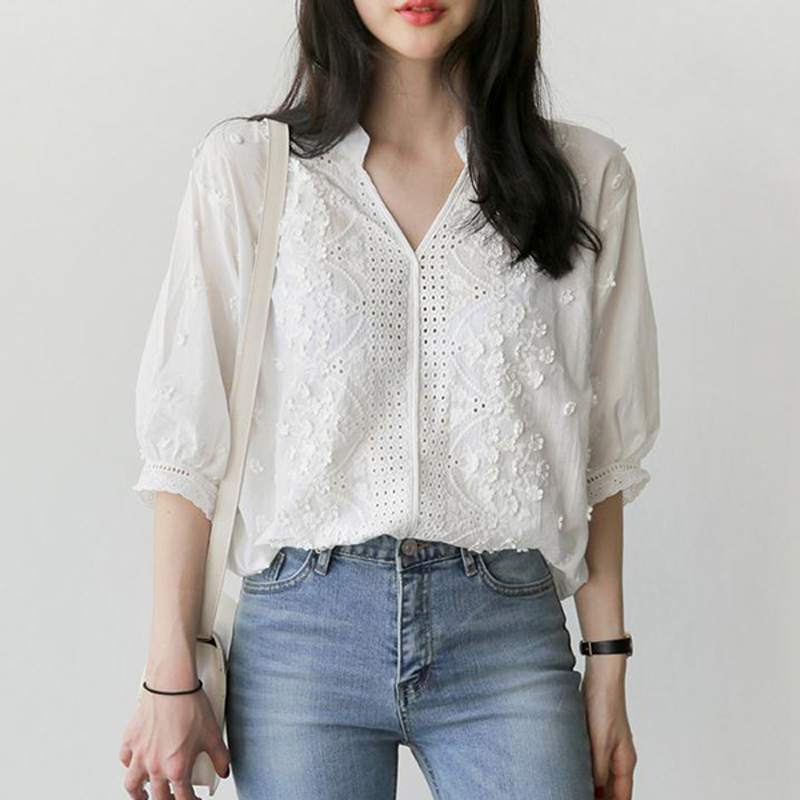BGTEEVER Elegant White V-neck Embroidery Flower   Blouse     Shirt   Women Lantern Sleeve Hollow-out Sexy blusas 2018 Summer   Blouse   Tops