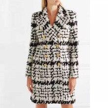 Chic women double breasted plaid woolen overcoat 2018 Winter elegant coat D641