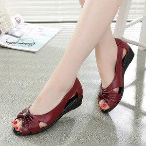 Image 4 - עור אמיתי נשים סנדלי 2019 קיץ שטוח נעלי אישה בוהן פתוח לחתוך החוצה סנדל להחליק על נוח נשי מזדמן הנעלה