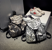Kisumater световой рюкзак Новый женский рюкзак геометрический решетка лазера мешок серебра знаменитый логотип серебристые рюкзак 23 Цвета