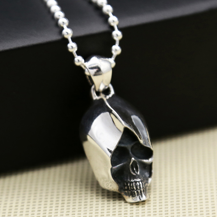 S925 silver jewelry wholesale Korean fashion personality of male and female assassin Skull Necklace Pendant s925 pure silver personality female models new beeswax