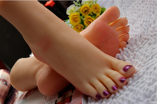 beautiful-thai-feet-and-pussy