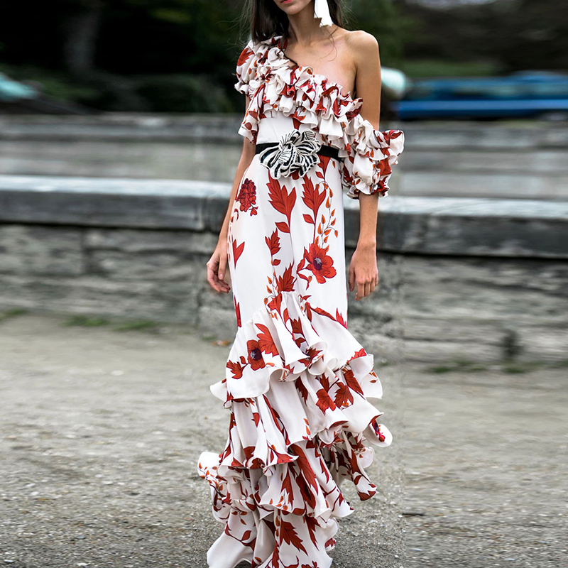 Kadın Giyim'ten Elbiseler'de YÜKSEK KALITE Yeni Moda 2019 Tasarımcı Pist Elbise kadın Tek omuz Çiçek Basamaklı Fırfır uzun elbise'da  Grup 1
