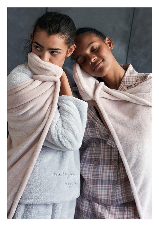 Cute Pink Comfy Blanket Sweatshirt Winter Warm Adults and Children Rabbit Ear Hooded Fleece Blanket Sleepwear Huge Bed Blankets 28