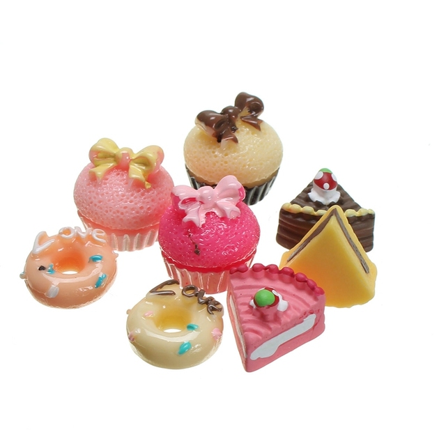 Hot Sale 8Pcs Set Lovely Miniature Plastic Craft Ornaments Doll House Micro Kitchen Food Cakes
