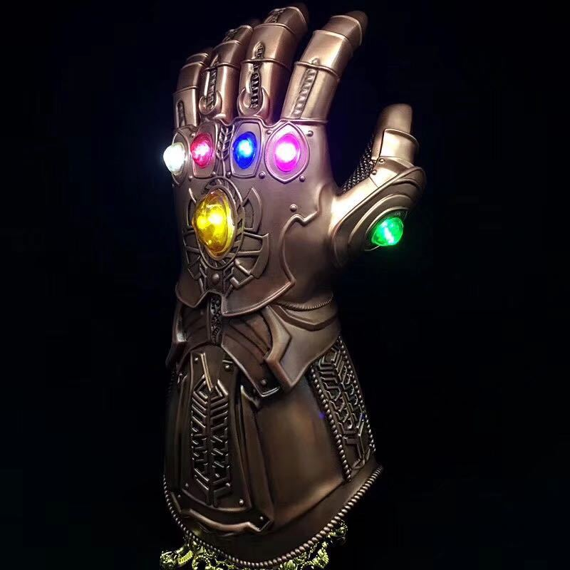 1:1 Cosplay Thanos Infinity Gauntlet Avengers Infinity War Gloves Light Cosplay Gold Action Figure Model Doll Toys Accessories high quality 2018 avengers 3 1 1 thanos glove halloween cosplay prop thanos infinity war gloves