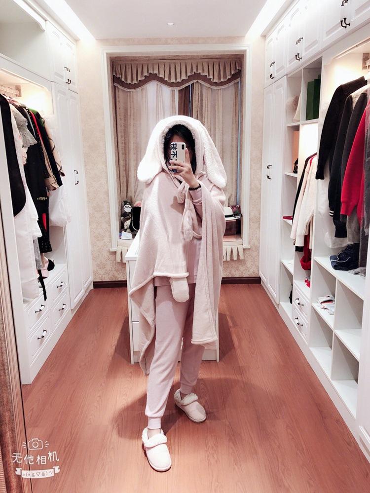 Cute Pink Comfy Blanket Sweatshirt Winter Warm Adults and Children Rabbit Ear Hooded Fleece Blanket Sleepwear Huge Bed Blankets 82