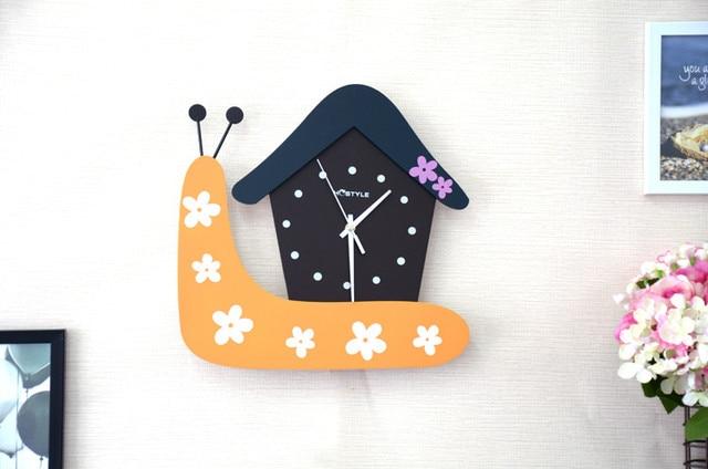 Kamar anak-anak Siput Kreatif Jam Dinding Rumah Modern Menggantung Meja Tidur  Jam Bisu Meja 12eec9ede5