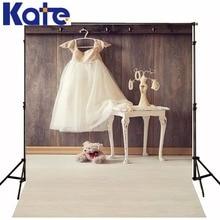 Kate crianças tema fotografia pano de fundo fundo fotografico recém retro parede de madeira princesa pêssego vestido grama de fundo de fantasia