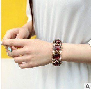 Min.order is $10 (mix order) free shipping,2013 Jewelry Charming White Pearl  Fashion Chain Bracelet wholesale