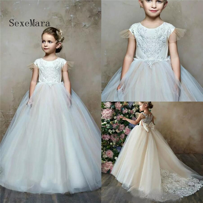 2018 Ivory White Tulle Flower Girl Dresses for Wedding Jewel Neck Lace Appliqued Sweep Train Girls Communion Gown